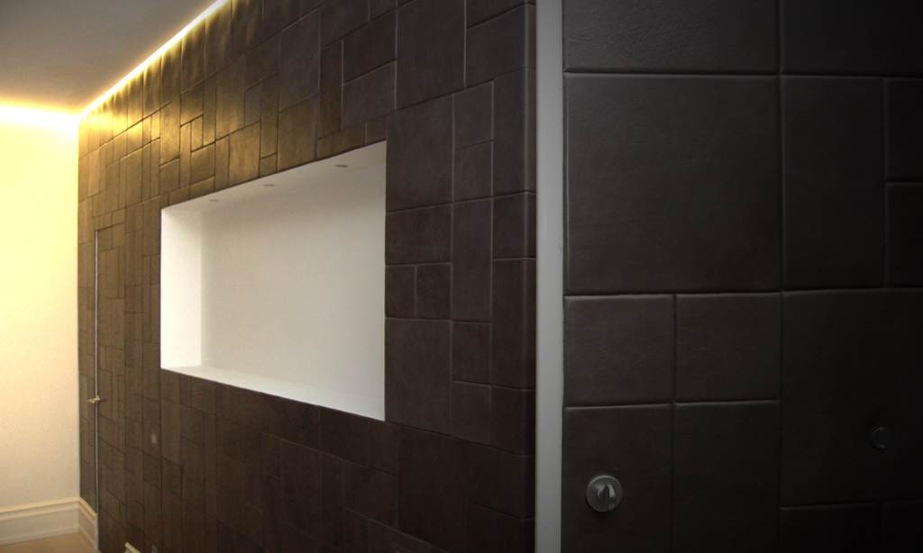 Lapèlle leather tiles realization with a customized dark grey colour