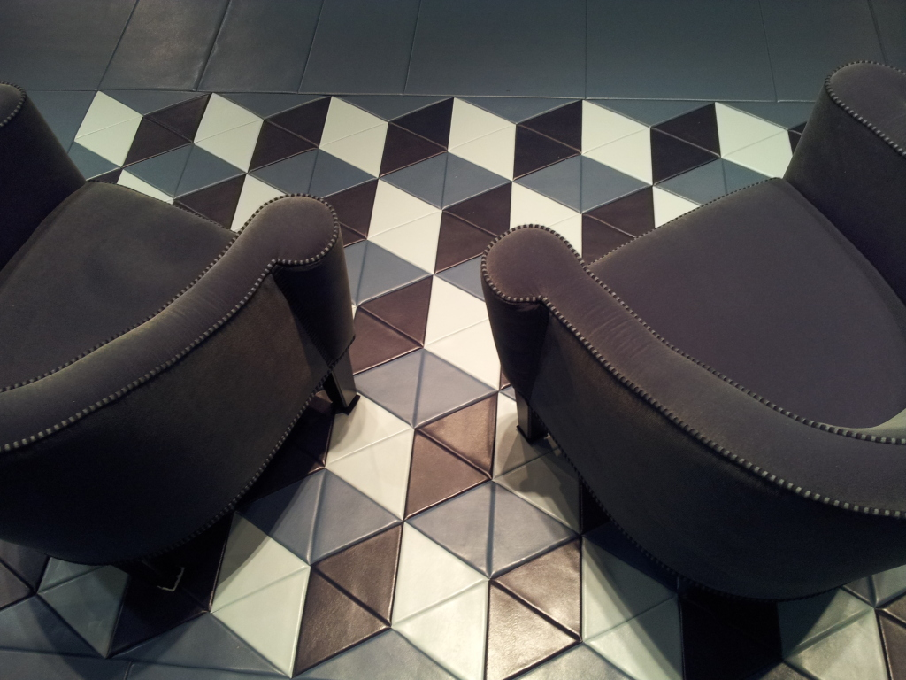 Lapèlle leather tiles for floor covering: particular design with 3D effect