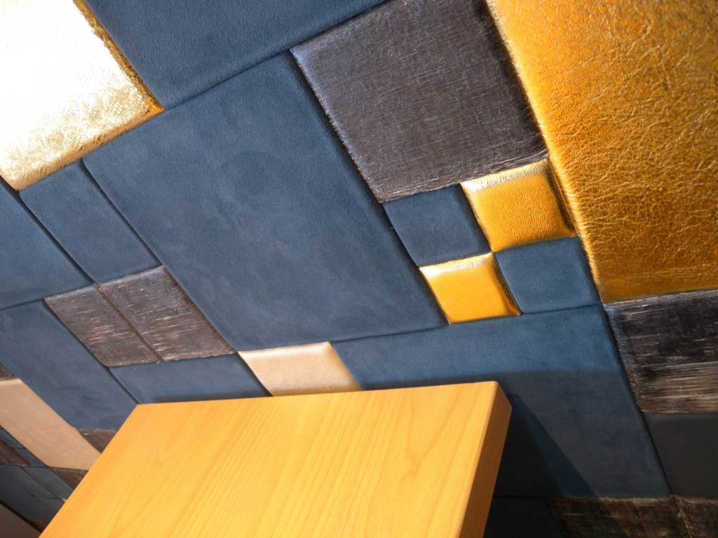 Detail: Lapèlle leather tiles perfectly adapted to every context
