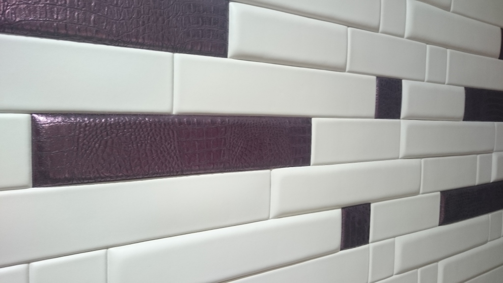 "Installation ""brick"" effect with tiles in different thicknesses"